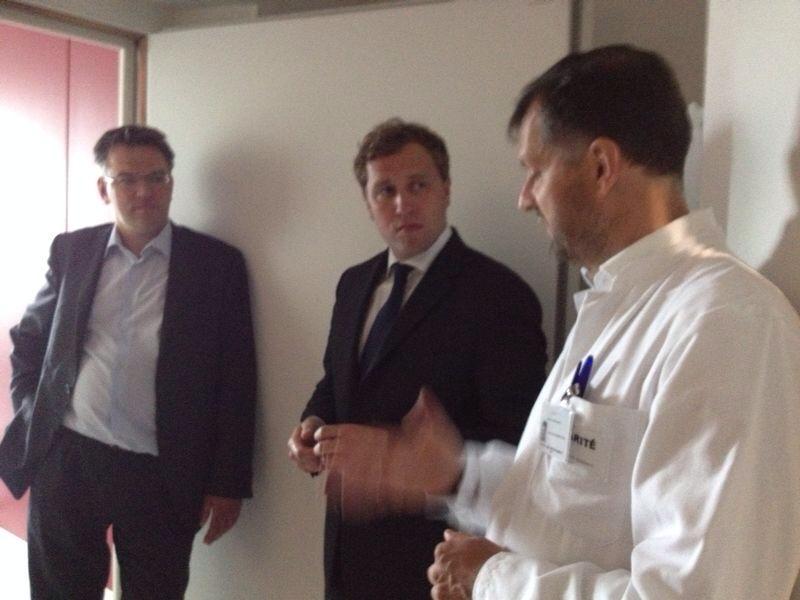 Mit Dr. Jochen Feinbach und Prof. Heinrich Audebert, Leiter der Neurologie-Abteilung des Benjamin-Franklin-Krankenhauses, im MRT-Raum