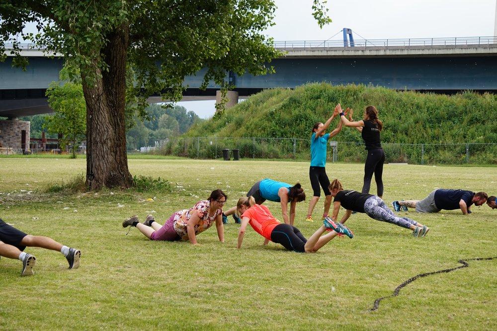 Outdoor Fitness in Wiesbaden - Unsere Outdoor Workouts in Wiesbaden finden in diesen Parks statt:- Nerotalanlagen- Schlosspark Biebrich- Albrecht-Dürer-Anlagen (Dürerpark)