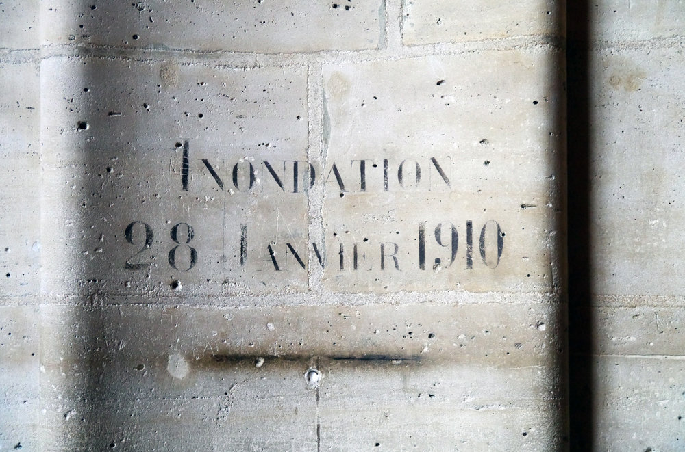 1910_Flood_Level_Sign_in_Salle_des_Gardes,_Conciergerie,_Paris..JPG