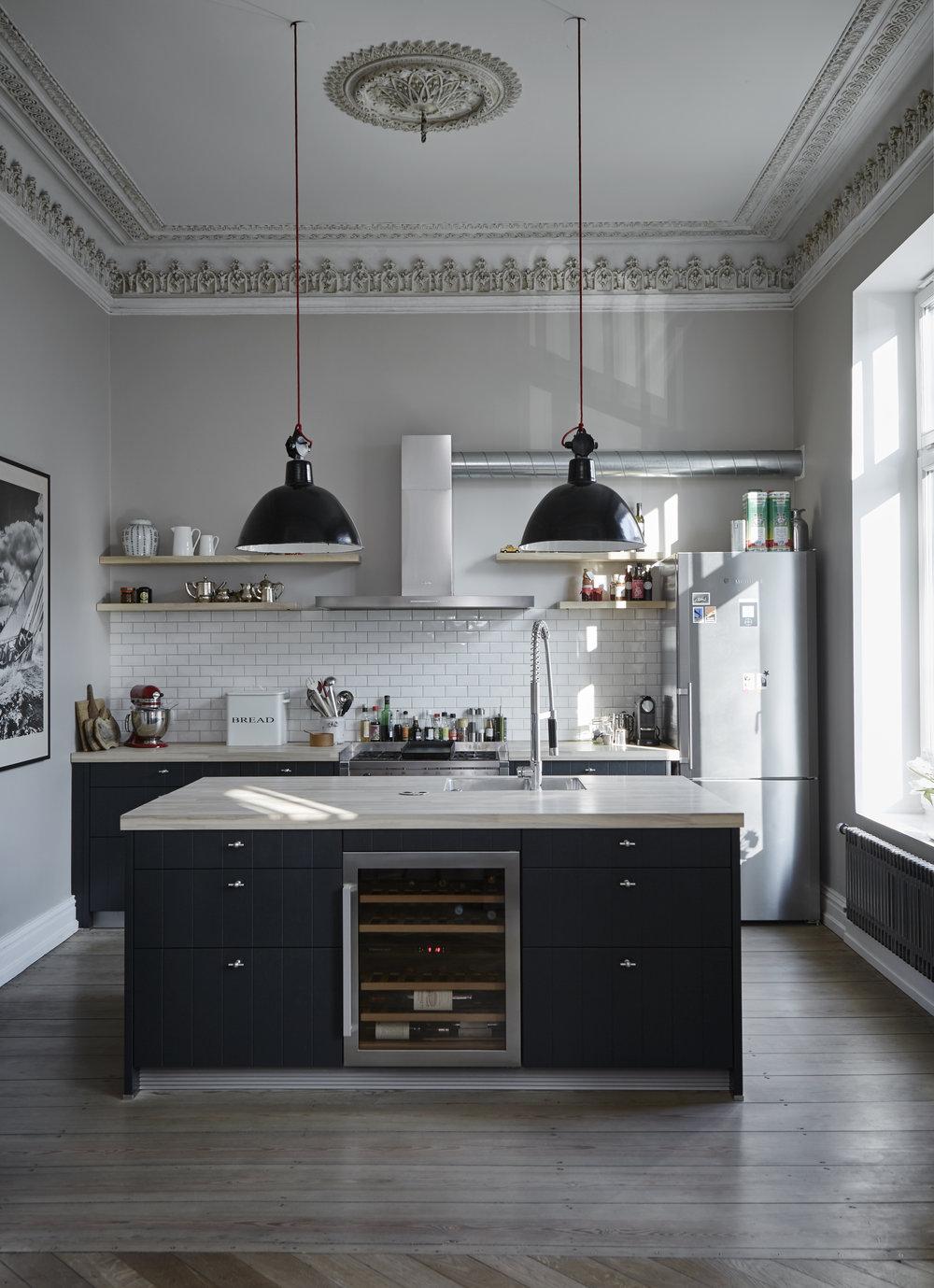 Küche+im+Industry+Stil,+Metro+Fliesen,+Metro+Tiles,+Industry+Lampen,+Küche+schwarz%2Fweiß.jpg