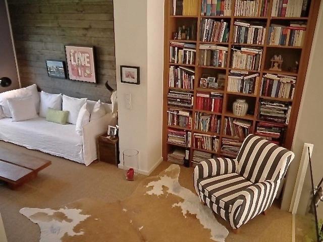 Wohnzimmer,+Sisal,+Wandpaneele,+Bücherregal+Eiche.jpg