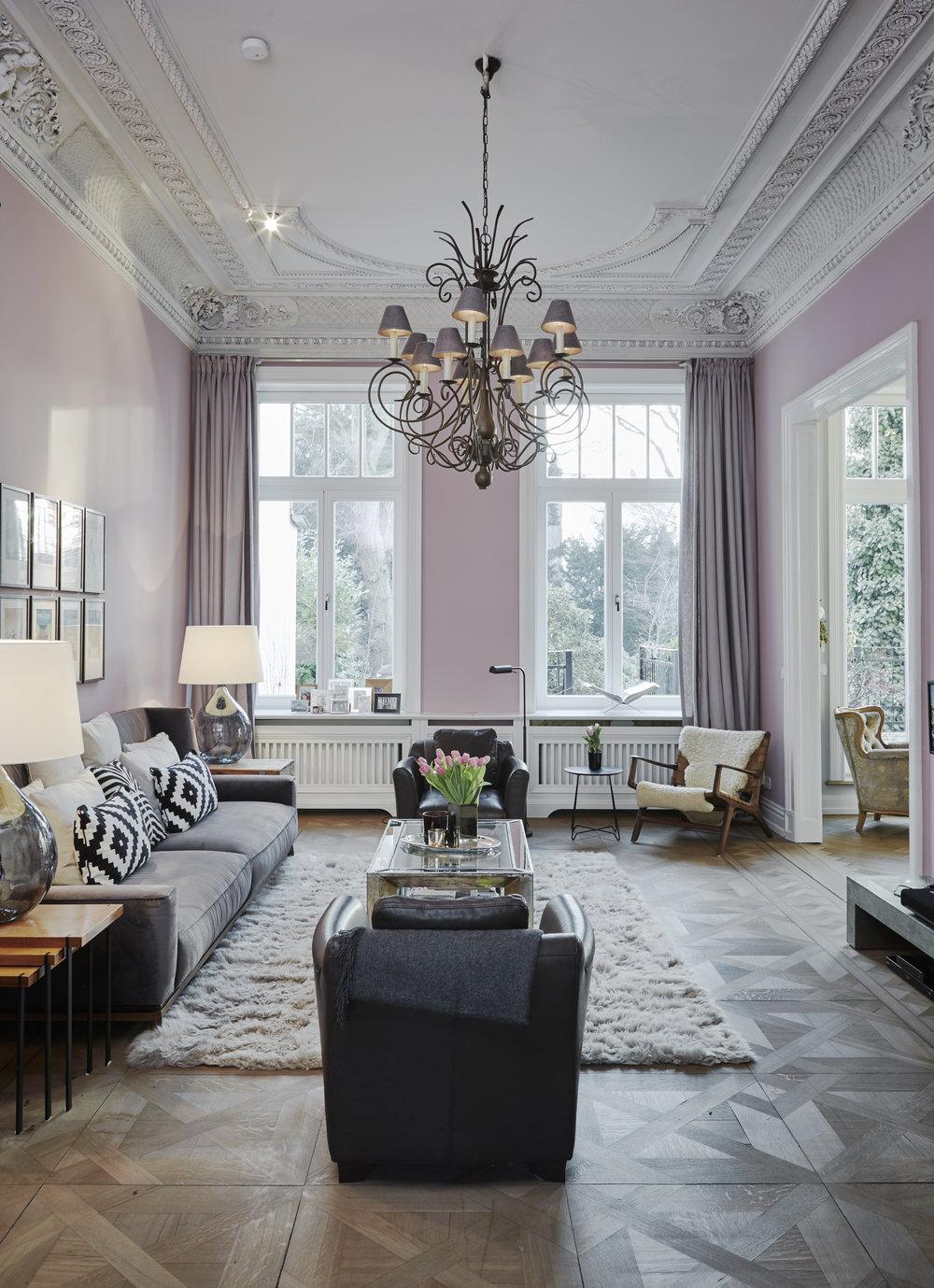 ''Ältere Stücke, Vintage Möbel und ein paar überraschende Highlights gehören für uns in jedes Haus. Sonst sieht es schnell aus wie in einem Möbelladen.'' -