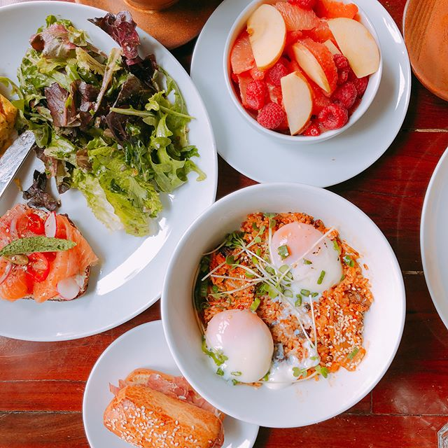 Chefs @mlmanzke & @wmanzke // Kimchi Fried Rice 🍛, Smoked Salmon Tartine, French Omelette, Fresh Fruit 🍎, and a Matcha 🍵 Latte