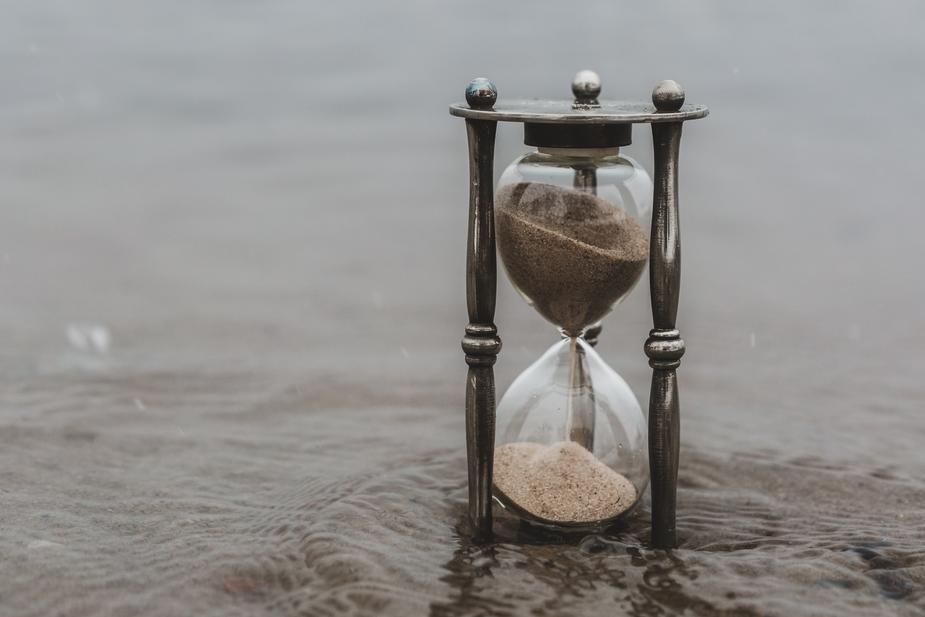hourglass-time-keeper-in-water_925x.jpg