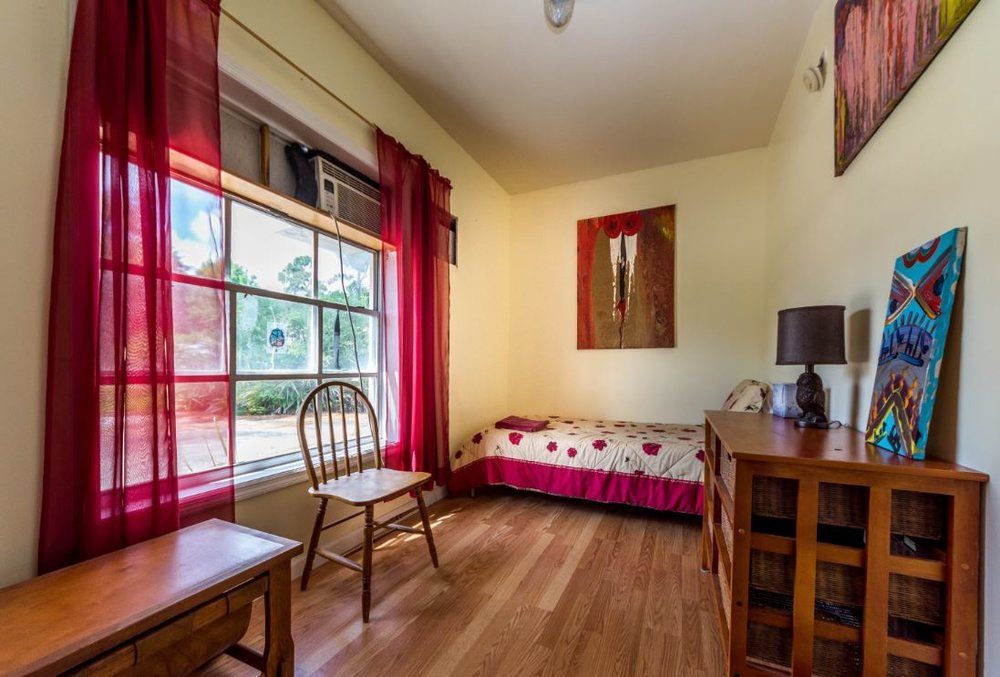 Single room in Shirdi Guest House. Shared bath,.