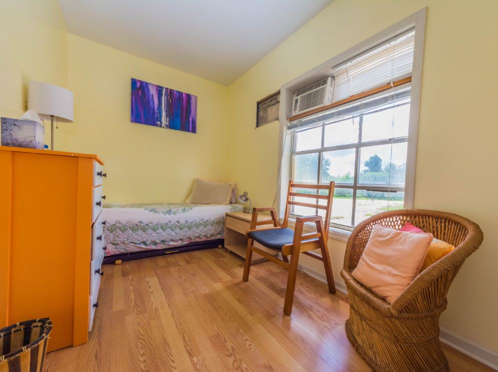 Single room in Shirdi Guest House. Shared bath.