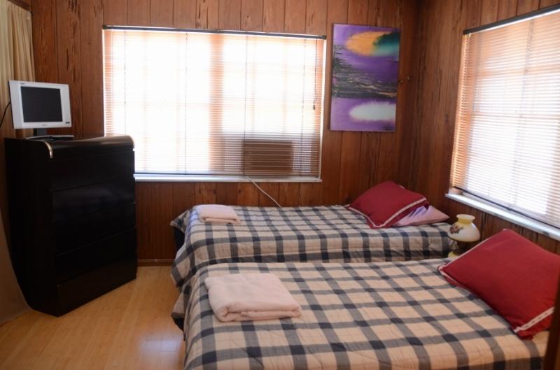 Double room, Shirdi Guest House. Shared bath