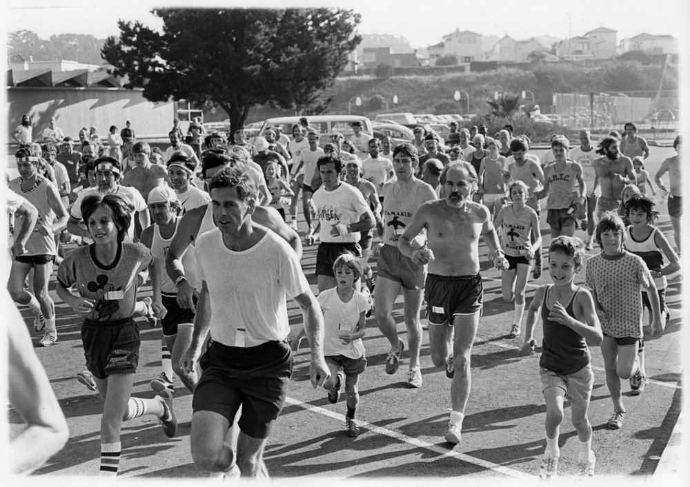 taken at start of a AAU sanctioned Pamakid 8mi. Run starting behind the Weastlake fire station.  Many of the kids didn't have singlets then. may have been our first official AAU race.  Pats youngest son is in it-45 now.jpg