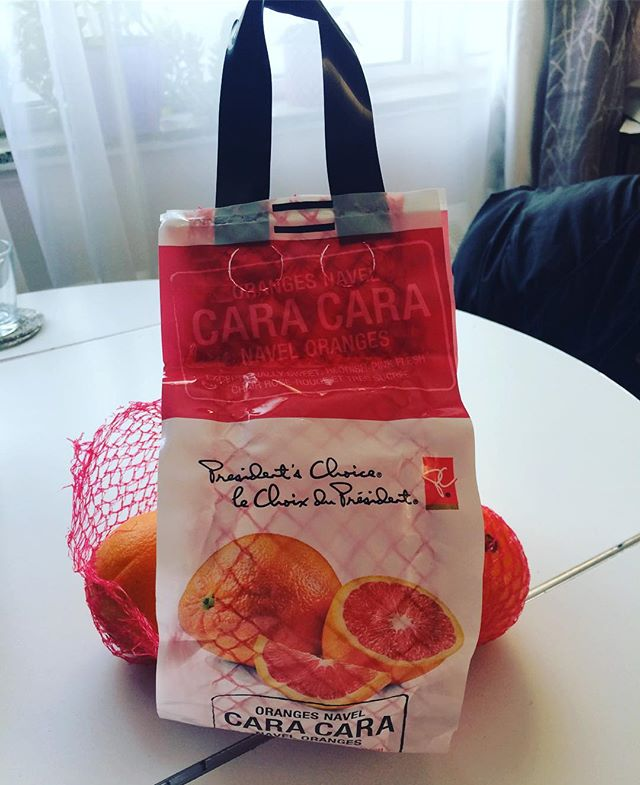 Obv, Cara Cara oranges come in a purse 👜 #CaraCara #orangepurse #vitaminC #myorangesaremorestylishthanyours