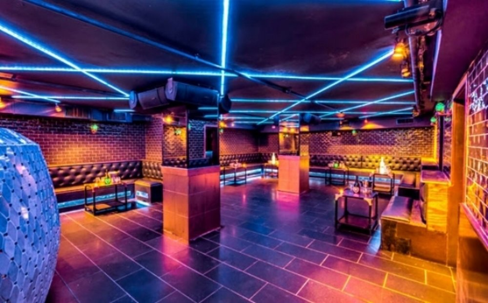 BONBONNIERE - 1500 SQUARE FEET FULL BAR DJ BOOTH CAPACITYSEATED EVENTS: 60 STANDING EVENTS: 125