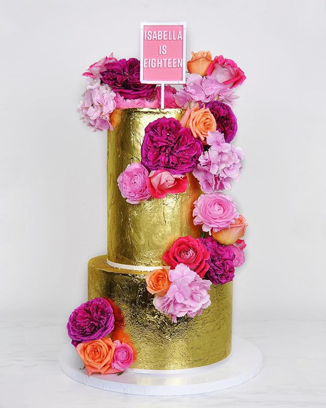 I'm officially back from holidays and just HAD to share this beauty. When you're working with a colour palette of gold and pinks it's guaranteed to be phenom.com 💖✨🎂