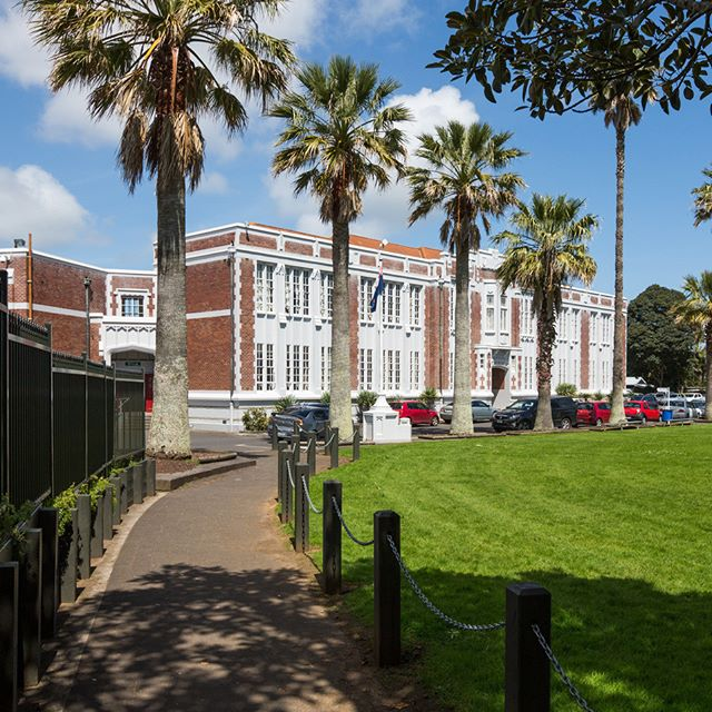 This beautiful campus has been home to Otahuhu College since 1931. At 3.5km from #RichmondAuckland, this co-ed school is so convenient for your secondary aged children. The college is known for ex pupils David Lange (past NZ Prime Minister), Waka Nathan (#AllBlacks legend) and Sir Barry Curtis (long serving Manukau Mayor). #School #Education #Campus #Alumni #Pupils #Mayor #Legends #CentralAuckland #CityFringe #Kids #Family #Richmond