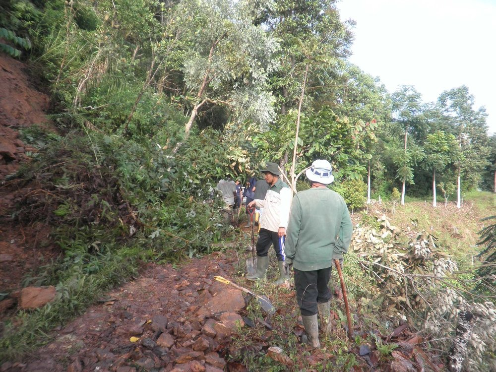 Pt Masmindo working with villages to improve access roads