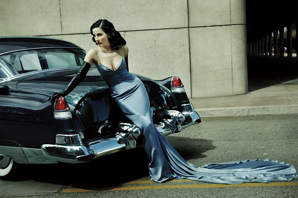 dita-von-teese-look_1_leaning_on_back_of_car
