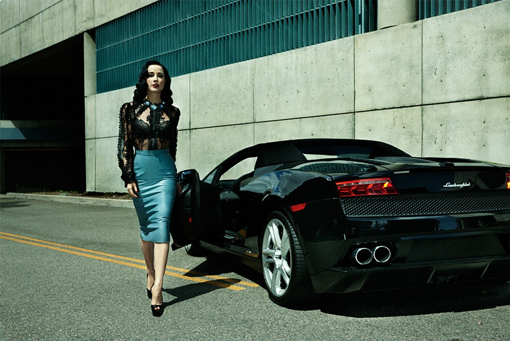 dita-von-teese-look_5-with_lamborghini