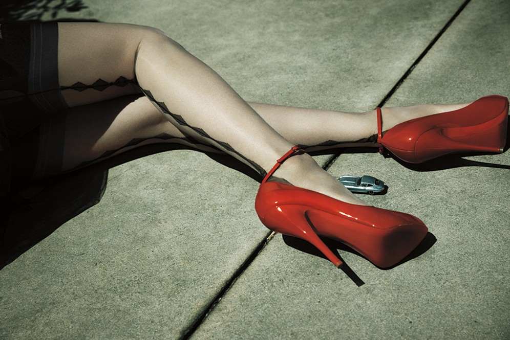 dita-von-teese-look_6-red_shoes