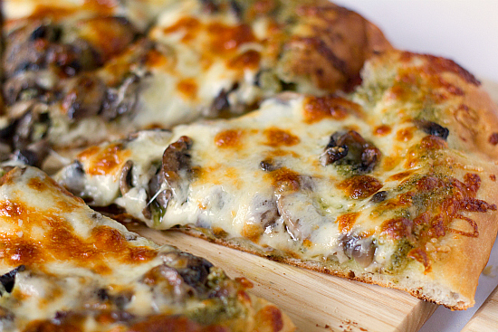 portobello-pesto-pizza-1-550