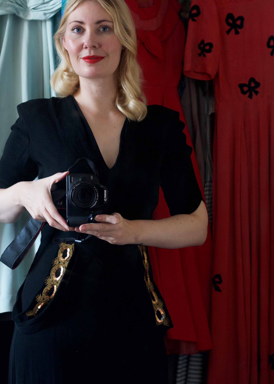 a7ddb66b Og til festlige lejligheder sammen med min 1940'er kjole i sort silkeribs  og smukke gyldne ...