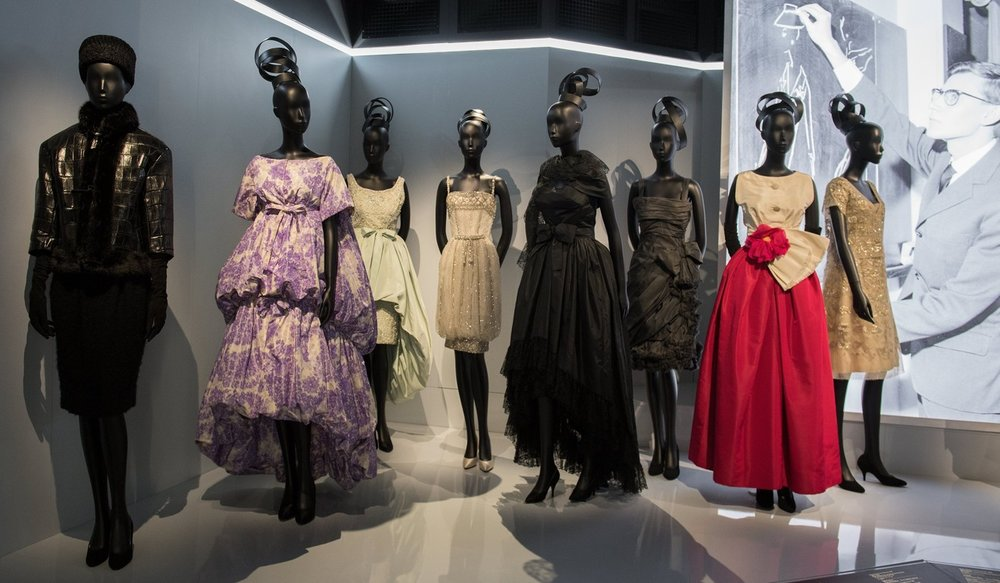Dior-udstillingen påMusée des Arts Décoratifs Paris. Billede herfra.