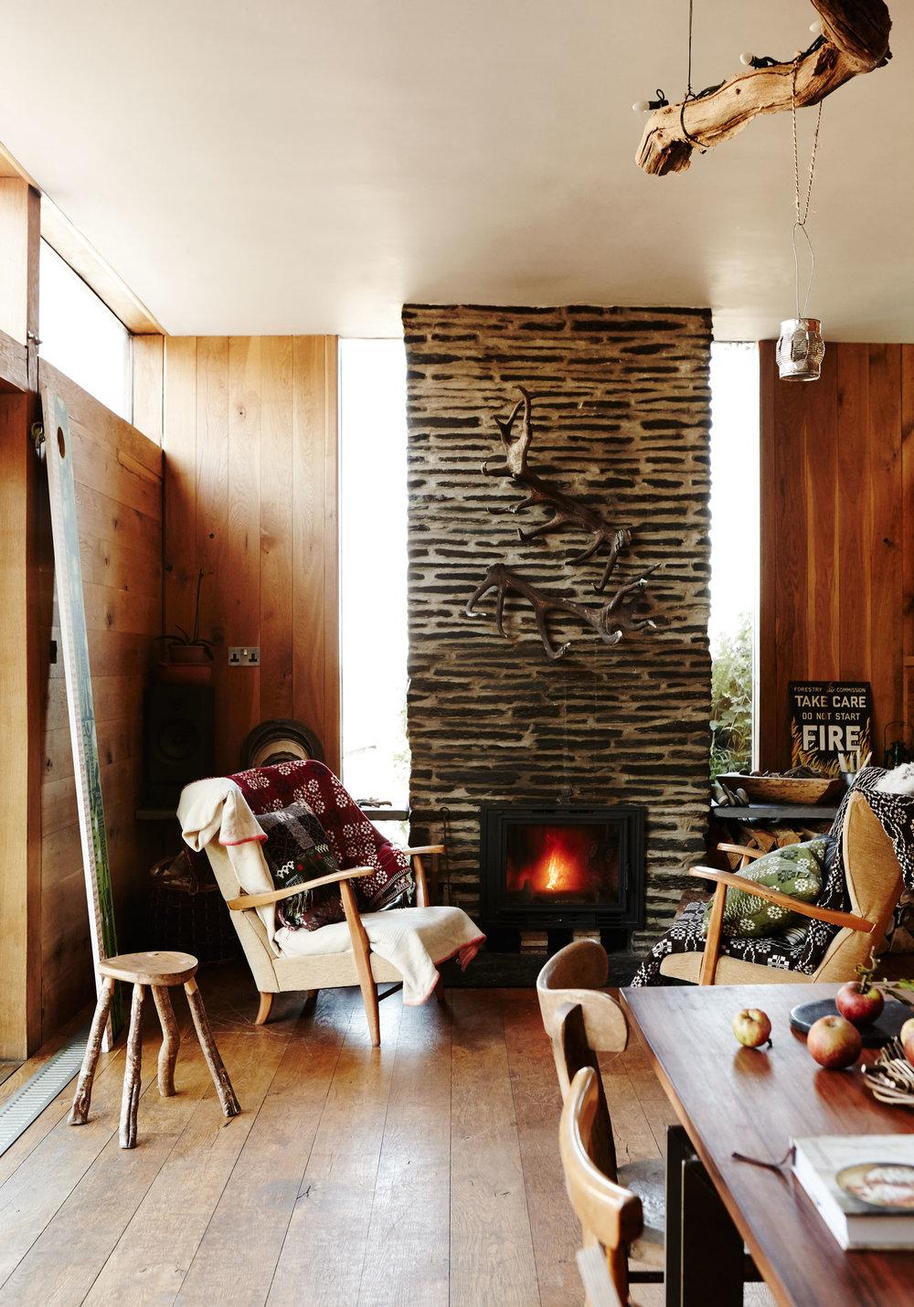 stone_fireplace_cosy_interior.jpg