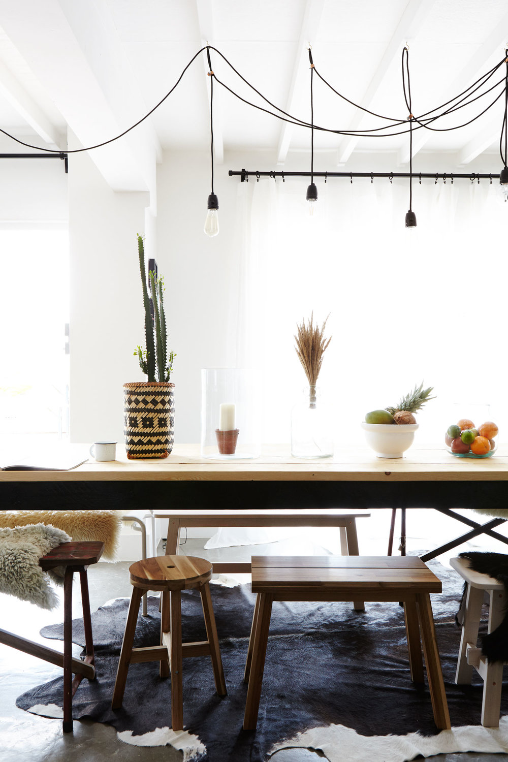 white_rustic_dining_room.jpg