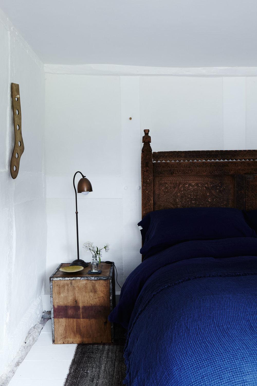 rustic_white_blue_bedroom.jpg
