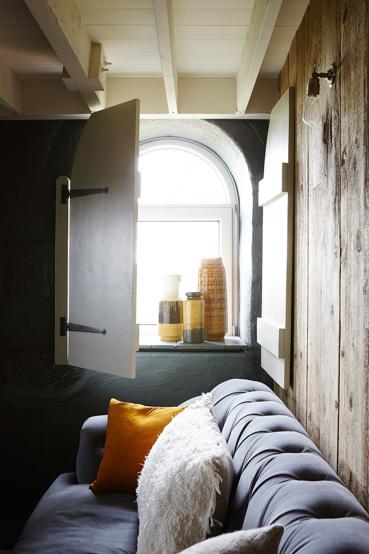 modern_rustic_living_room-cermaics.jpg