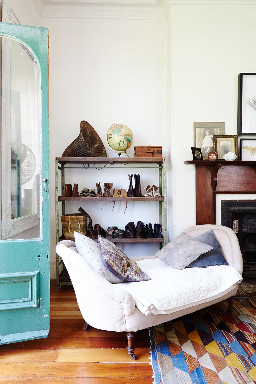 vintage_victorian_bedroom.jpg