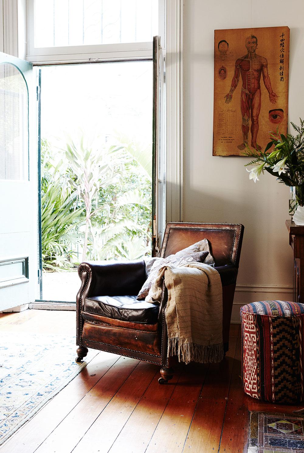 vintage_leather_armchair.jpg