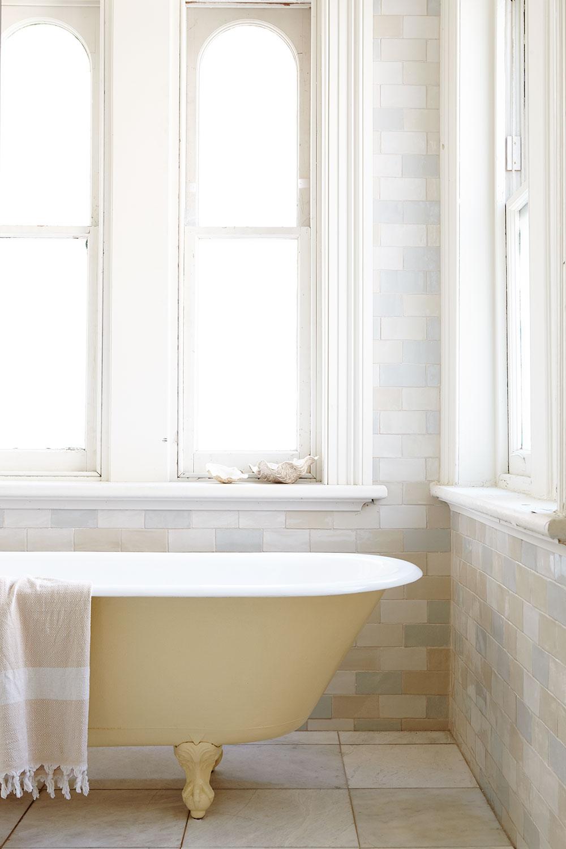 Victorian_clawfoot_bath_cream.jpg