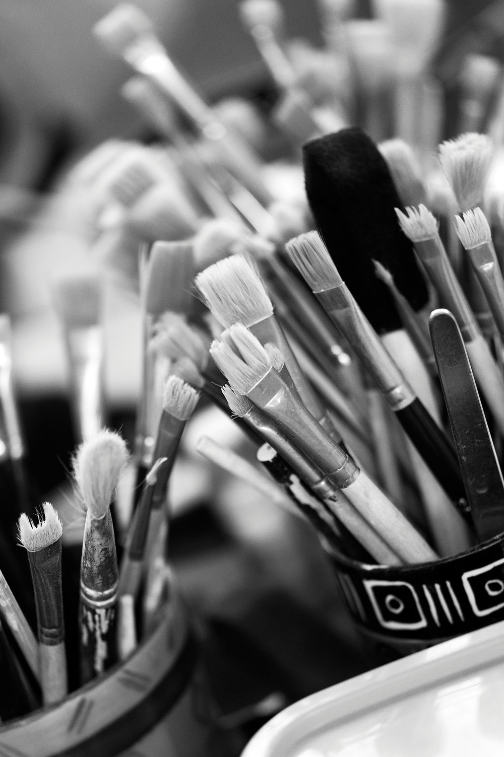 kapula-hand-painted-ceramics-brushes.jpg