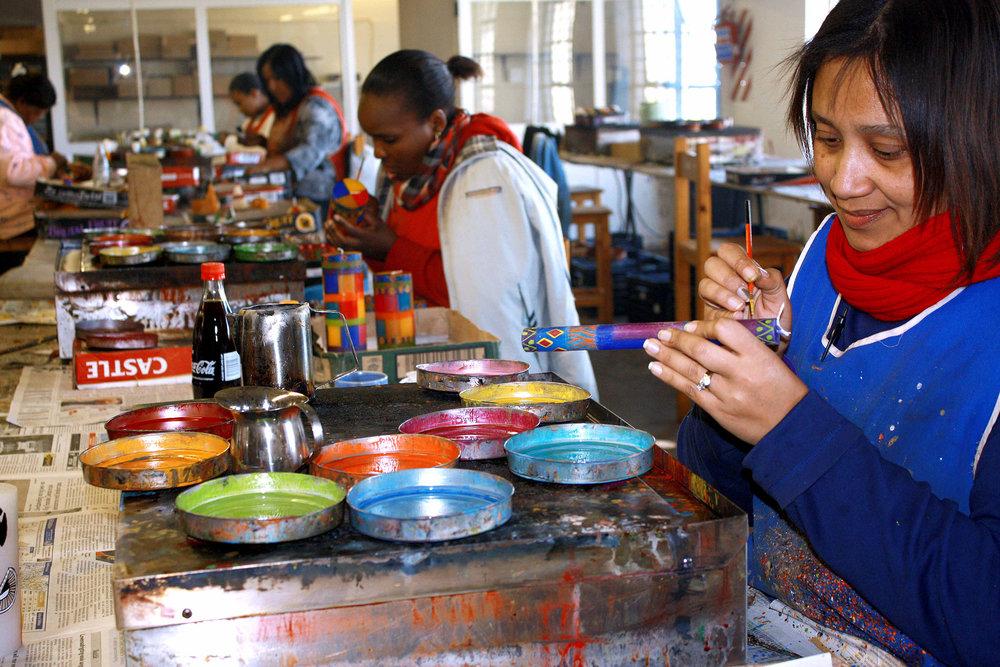 kapula-hand-paint-candles-woman.jpg