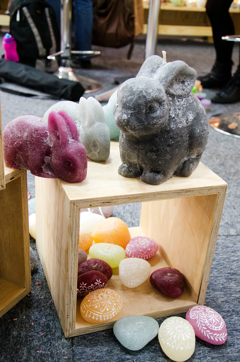 kapula-handmade-figurine-candles-bunny-rabbit-pebbles.jpg