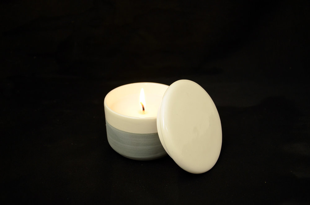 kapula-handmade-filled-ceramic-candle-blue-white.jpg
