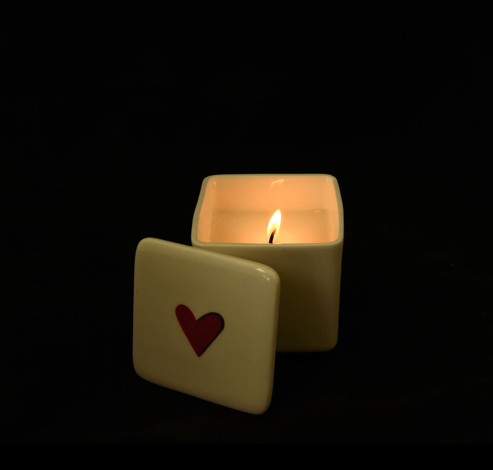 kapula-handmade-filled-ceramic-candle-heart.jpg