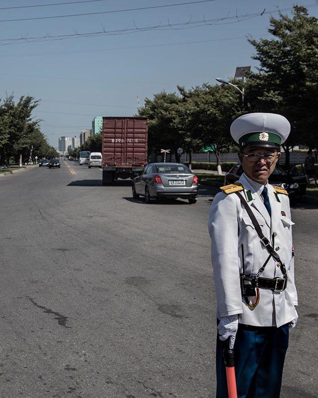Order II. ______________________________________ #everydaydprk #dprk #pyongyang #northkorea #ig_korea #photojournalism #reportage #korea #documentary #insidenorthkorea #humansofpyongyang #urbanphoto #earthpix #igworldclub #StreetView #streetphotography #ig_street
