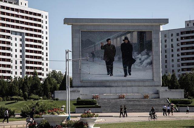 Portrait of a Dynasty. _______________________________________________________ #everydaydprk #dprk #pyongyang #northkorea #ig_korea #photojournalism #reportage #korea #documentary #insidenorthkorea #humansofpyongyang #urbanphoto #earthpix #igworldclub #StreetView #streetphotography #ig_street