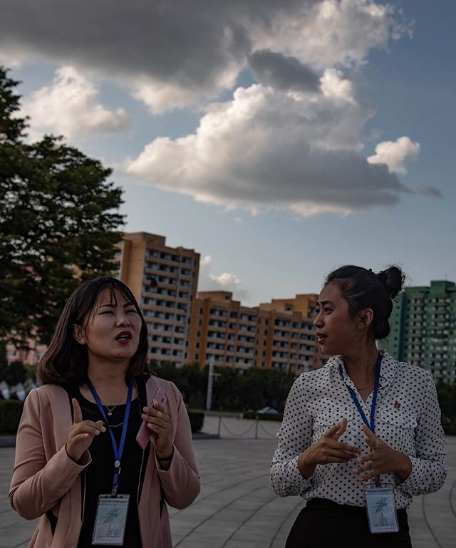 Guiding Pyongyang. _______________________________________________________ #everydaydprk #dprk #pyongyang #northkorea #ig_korea #photojournalism #reportage #korea #documentary #insidenorthkorea #humansofpyongyang #urbanphoto #earthpix #igworldclub #StreetView #streetphotography #ig_street