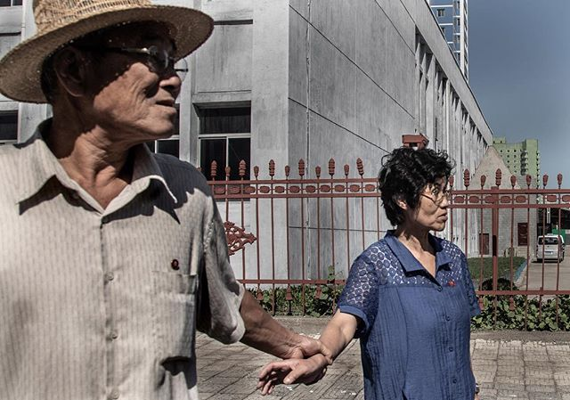 An incident in Pyongyang. _______________________________________________________ #everydaydprk #dprk #pyongyang #northkorea #ig_korea #photojournalism #reportage #korea #documentary #insidenorthkorea #urbanphoto #documentaryphotography #visuals #streetphotography