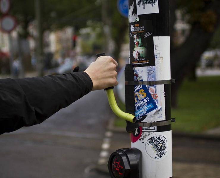 Love handles & Garbage bins - // micro-designing urban prototypes
