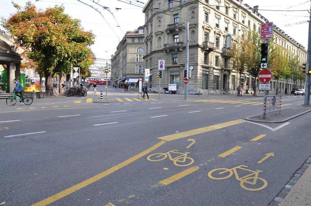 Turning lanes for bicycle users in Bern — a must have.