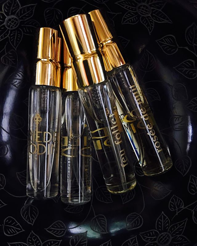 Travelling in style this weekend? Don't forget your perfume. Nina's niche luxurious fragrances from London available now in travel sizes. Message Nina for more information. Happy travels everyone! . . . #friedemodin #travels #style #ninaloves #feufollet #london  #berlin #dubai #delhi #fragrance #perfumestory #luxurylifestyle #weekendgetaway #saturdayvibes #perfumes #smellslikeheaven #moments