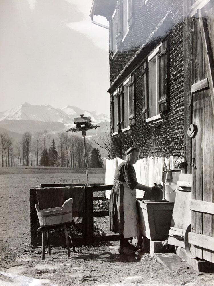 """""""Große Wäsche"""" im Bregenzerwald, Aufnahme Lore Benger, 1969 11"""