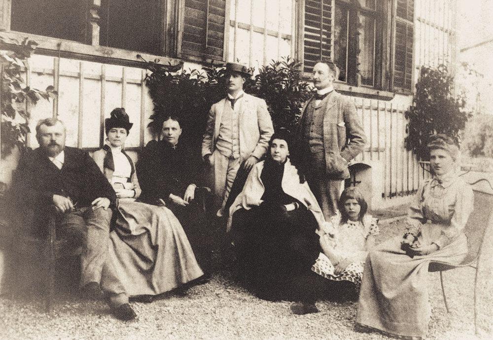 Familienfoto, ganz links Jakob Jehly, um 1890 33