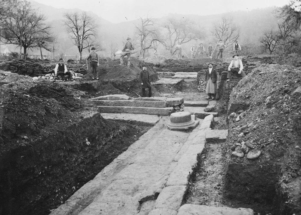 Dr. Samuel Jenny bei den Ausgrabungen der Römerstadt Brigantium (Bregenz). Die Ausgrabungen wurden vom ihm finanziert und ausgewertet, um 1880 36