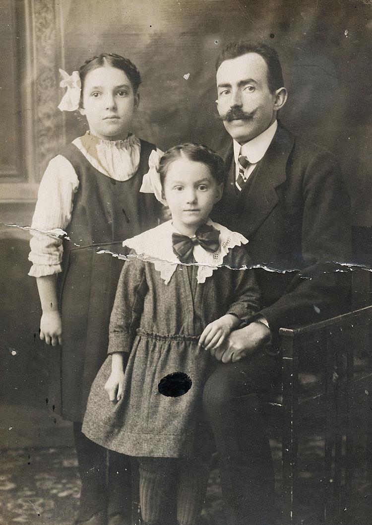 Samuel Spindler mit seinen Töchtern Fanny und Milli, um 1920 55