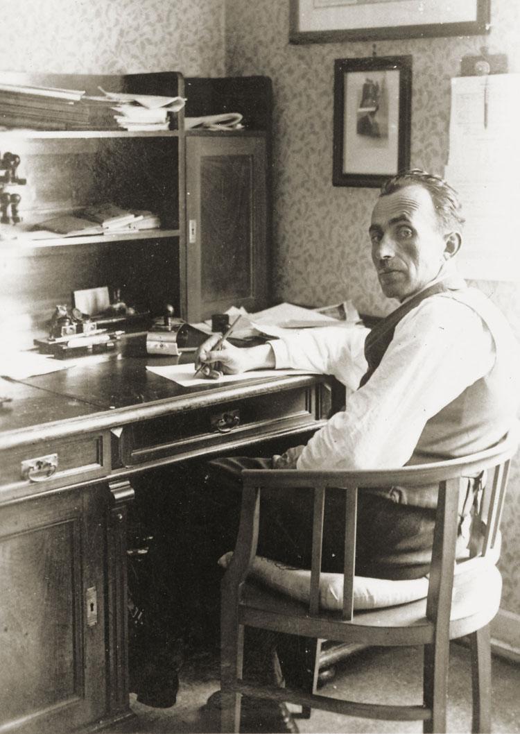 Samuel Spindler am Schreibtisch im Gewerkschaftsbüro, um 1930 54