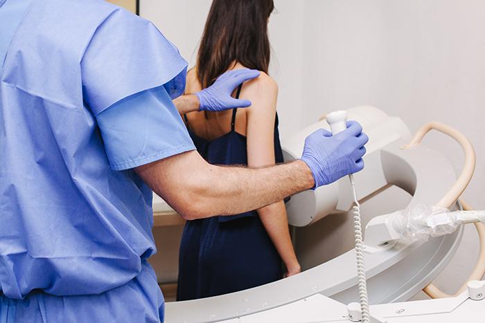 El tránsito EGD - El tránsito esofagogastroduodenal o esofagografía se utiliza para detectar la existencia de problemas funcionales, lesiones y otras anomalías.