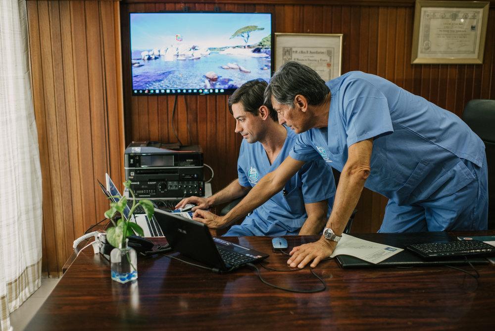Un equipo médico especializado al servicio de tu salud - Somos un equipo de médicos especialistas en gastroenterología, hepatología y proctología. Te atenderemos de forma rápida, efectiva y humana