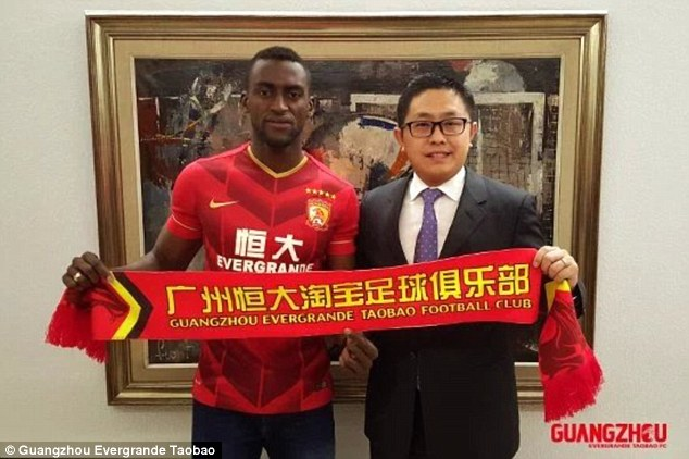Jackson Martinez signing for Guangzhou Evergrande in March 2016.